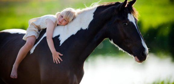 Montar a caballo, una terapia para el alma