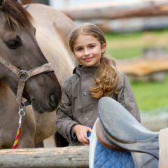Cuándo y cómo los niños pueden aprender a montar a caballo