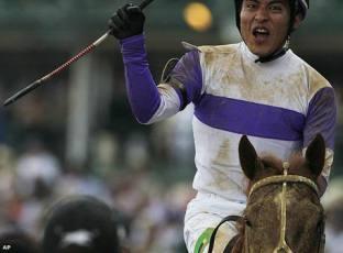 Jinete mexicano sorprende al mundo tras victoria en el Derby de Kentucky